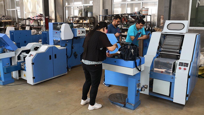 孟加拉客户,现场试验小样梳棉机